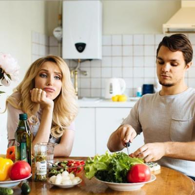 Должна ли девушка-плюс уметь готовить?