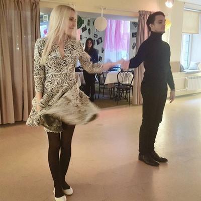 Юбочкой эть! Мы сегодня танцуем, учимся для бала!
